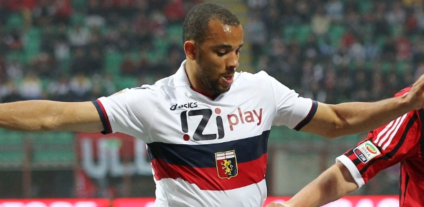 Roger Carvalho com a camisa do Genoa, clube que defendeu antes do Bologna