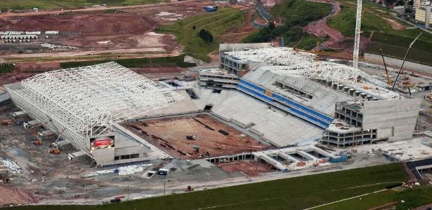 Obras seguem no Itaquerão, o estádio que terá o jogo de abertura da Copa do Mundo de 2014