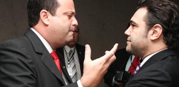 Deputado André Moura, líder do PSC, conversa com o presidente da Comissão de Direitos Humanos da Câmara, Marco Feliciano