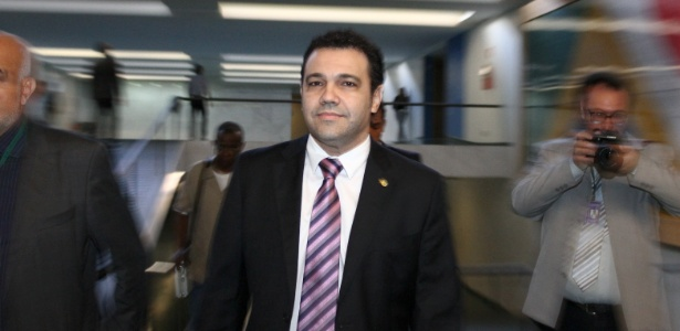 Deputado Marco Feliciano (no centro) foi mantido na Presidência da Comissão de Direitos Humanos e Minorias da Câmara