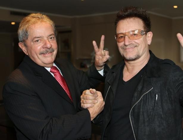 9.abril.2013 - Lula e Bono Vox se encontram em reunião, em Londres