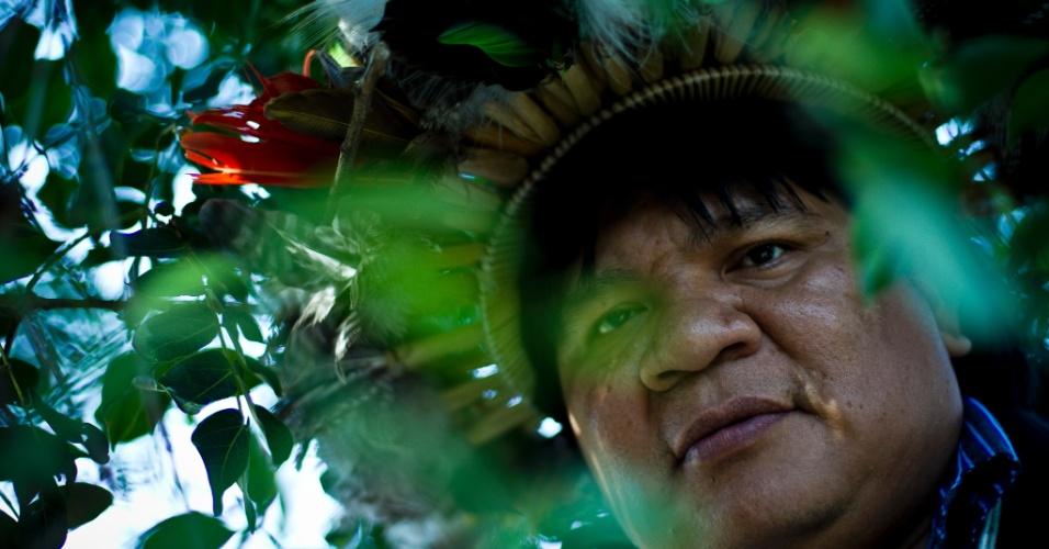 """10.abr.2013 - Almir Narayamoga, chefe da tribo Paiter-Surui, é premiado """"Herói da Floresta"""" pela ONU (Organização das Nações Unidas) por seu trabalho de conservação da floresta amazônica. Destaque para a América Latina e Caribe, o líder indígena de Rondônia receberá o prêmio na 10ª sessão do Fórum sobre Florestas das Nações Unidas, em Istambul, na Turquia, nesta quarta-feira (10)"""