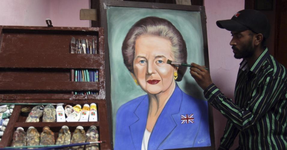 10.abr.2013 - Artista indiano Jagjot Singh Rubal pinta retrato da ex-primeira-ministra britânica Margaret Thatcher em Amritsar, na India, nesta quarta-feira (10). Thatcher morreu na última segunda-feira (8), aos 87 anos, vítima de um derrame