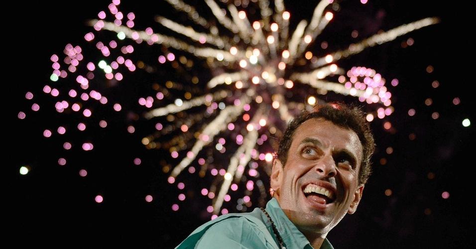 10.abr.2013 - O líder da oposição venezuelana e candidato à Presidência do país, Henrique Capriles, participa de comício na cidade de Maracaibo (Venezuela), nesta quarta-feira (10)