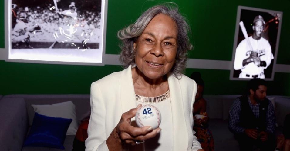 """10.abr.2013 - Rachel Robinson, viúva do jogador de beisebol Jackie Robinson, durante a pré-estreia do filme """"42"""", que contará a história da trajetória de seu ex-marido"""