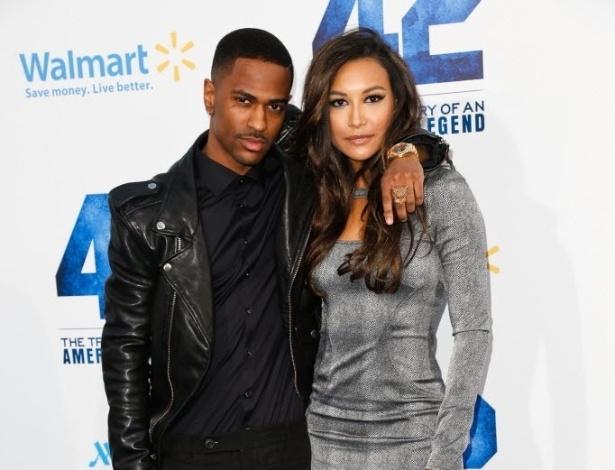 """10.abr.2013 - Rapper Big Sean e a atriz Naya Rivera na pré-estreia do filme """"42"""", em Los Angeles"""