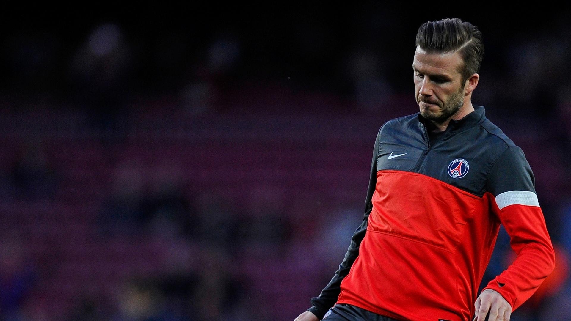 10.abr.2013- David Beckham faz embaixadinhas antes da partida contra o Barcelona pelas quartas de final da Liga dos Campeões