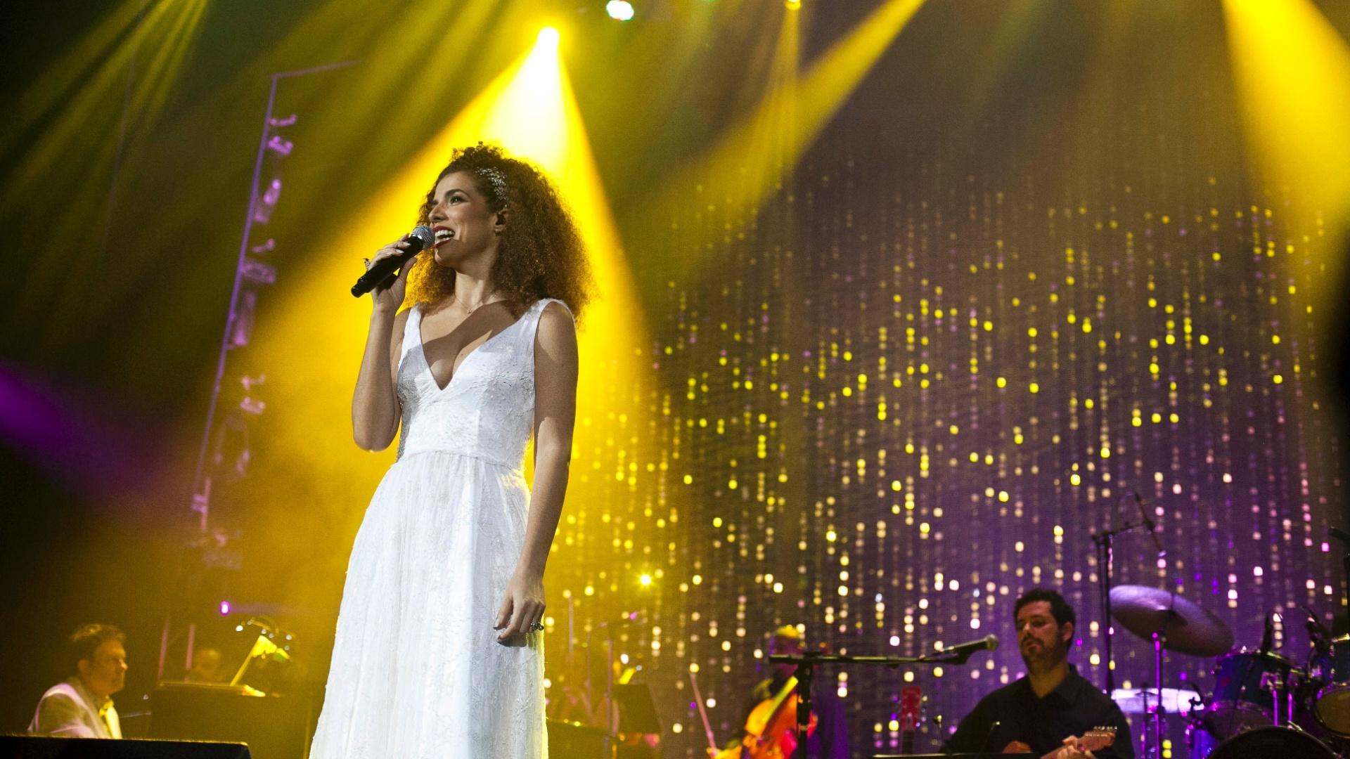 9.abr.2013 - Vanessa da Mata se apresenta no show de estreia nacional do projeto
