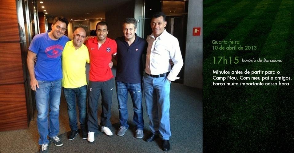 Diário de Lucas: Minutos antes de partir para o Camp Nou. Com meu pai e amigos. Força muito importante nessa hora