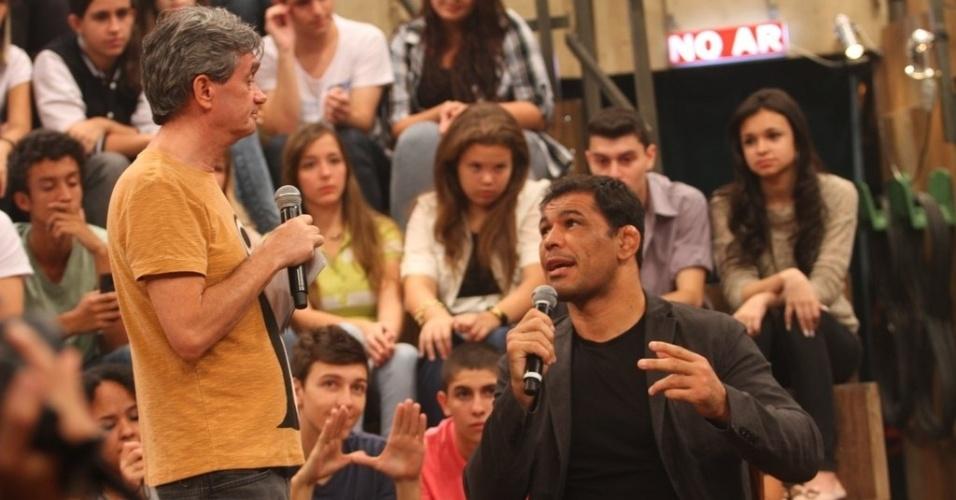 11.abr.2013 - Serginho Groissman conversa com Minotauro e Minotouro, lendas vidas do MMA brasileiro