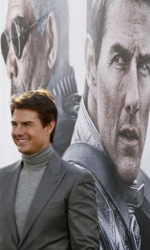 """11.abr.2013 - Tom Cruise é fotografado na pré-estreia do filme """"Oblivion"""" no tradicional Dolby Theatre em Hollywood (EUA)"""