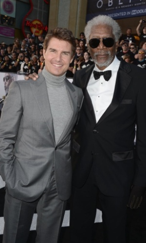 "11.abr.2013 - Tom Cruise e Morgan Freeman na pré-estreia do filme ""Oblivion"" no tradicional Dolby Theatre em Hollywood (EUA)"