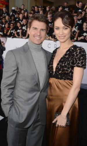 """11.abr.2013 - Tom Cruise e Olga Kurylenko na pré-estreia do filme """"Oblivion"""" no tradicional Dolby Theatre em Hollywood (EUA)"""