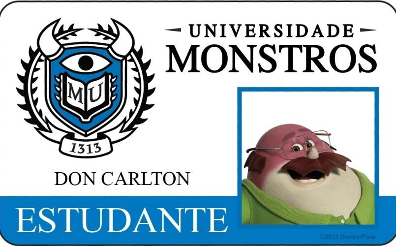 """A Disney Pixar divulgou novo material do filme """"Universidade Monstros"""" que mostra os cartões de identidade de alguns personagens. Na imagem, a identidade do aluno Don Carlton, um dos mais velhos da escola, que volta à escola para aprender novas habilidades e iniciar uma carreira como assustador. Além de honesto, Carlton é também membro fundador da fraternidade Oozma Kappa. A animação estreia dia 21 de junho no Brasil"""