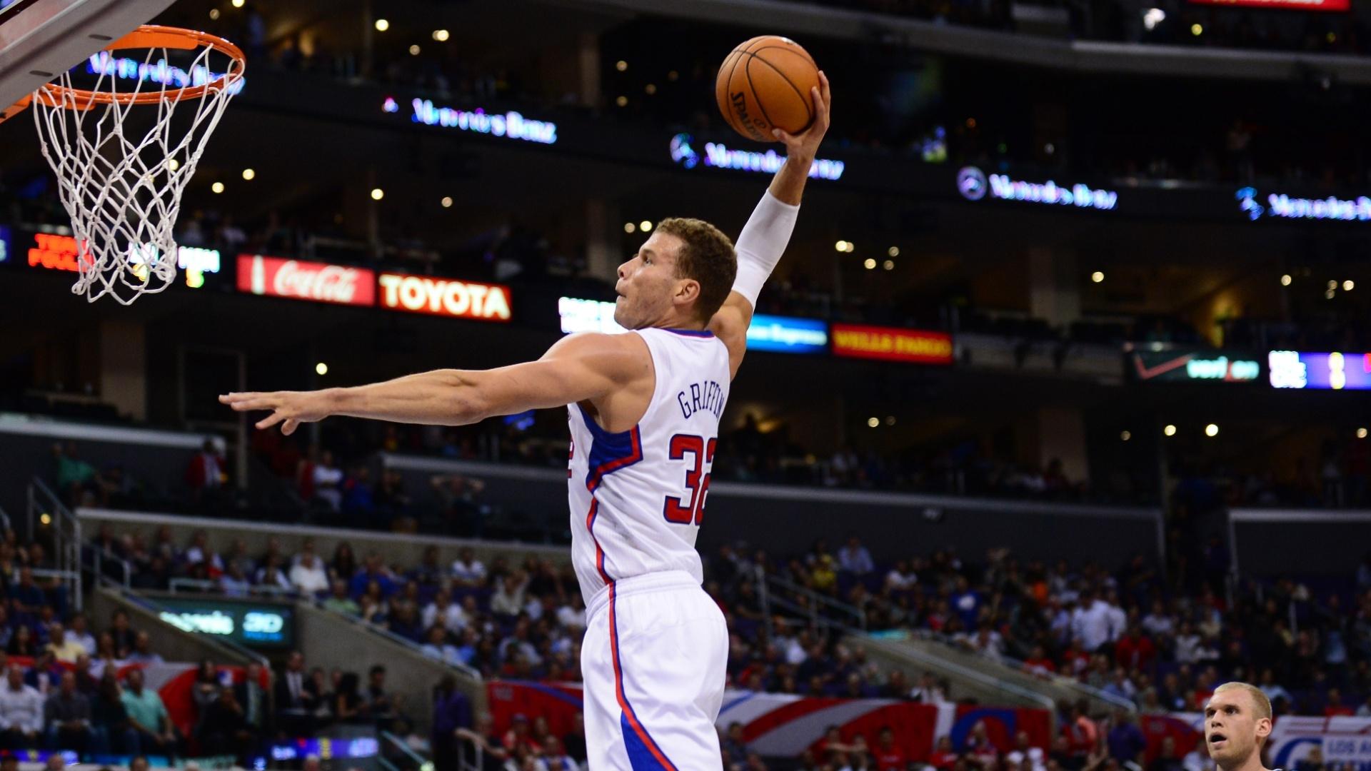 Blake Griffin voa para mais uma de suas sensacionais enterradas em vitória dos Clippers