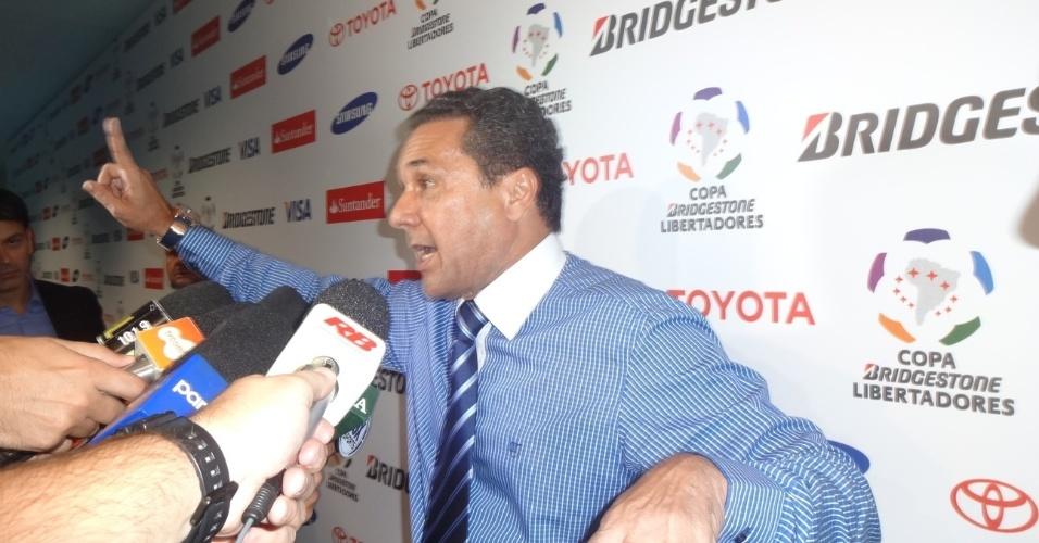 Luxemburgo reclama de convidados da Conmebol em partida do Grêmio