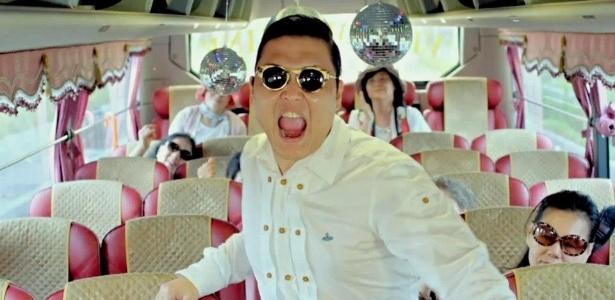Psy em imagem de gravação do clipe de