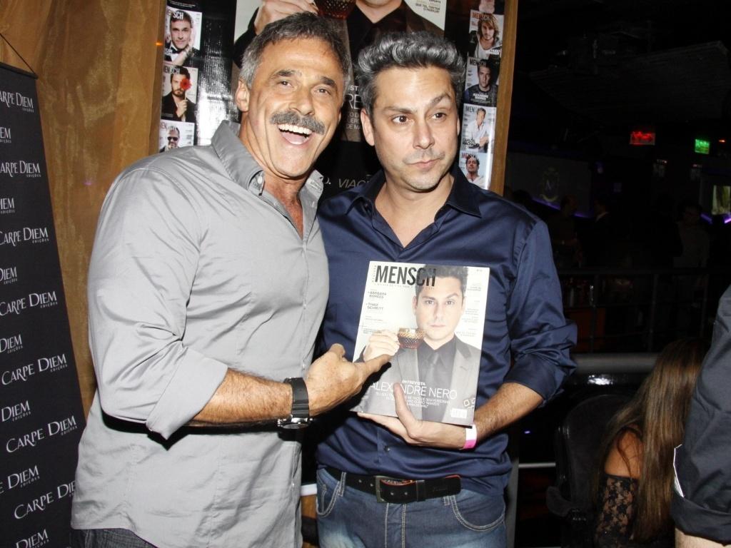11.abr.2013 - Alexandre Nero e Oscar Magrini no coquetel de lançamento de revista Alexandre Nero na capa, em boate da Lagoa, Rio de Janeiro
