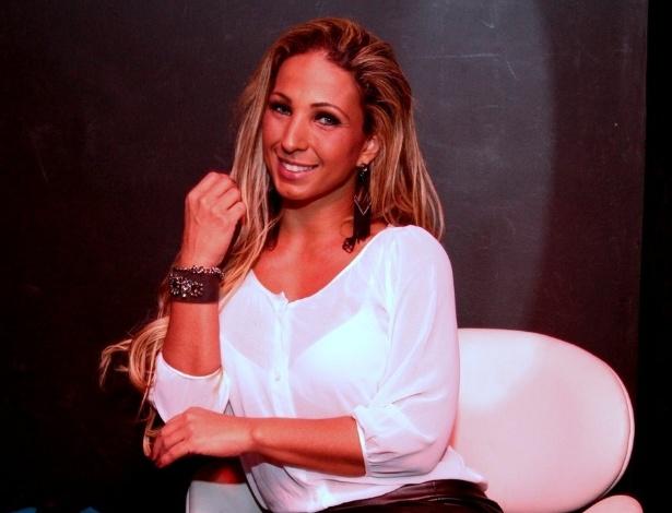11.abr.2013 - Antes do show, Valesca Popozuda posou para fotos. Ela agora se apresenta sozinha, sem o grupo Gaiola das Popozudas