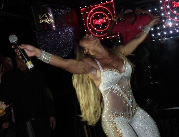 11.abr.2013 - Valesca surgiu no começo dos anos 2000, na popularização do funk com grupos como Bonde do Tigrão. Fora da Gaiola das Popozudas, ela se apresenta no Royal Club, casa noturna na região da Consolação, em São Paulo