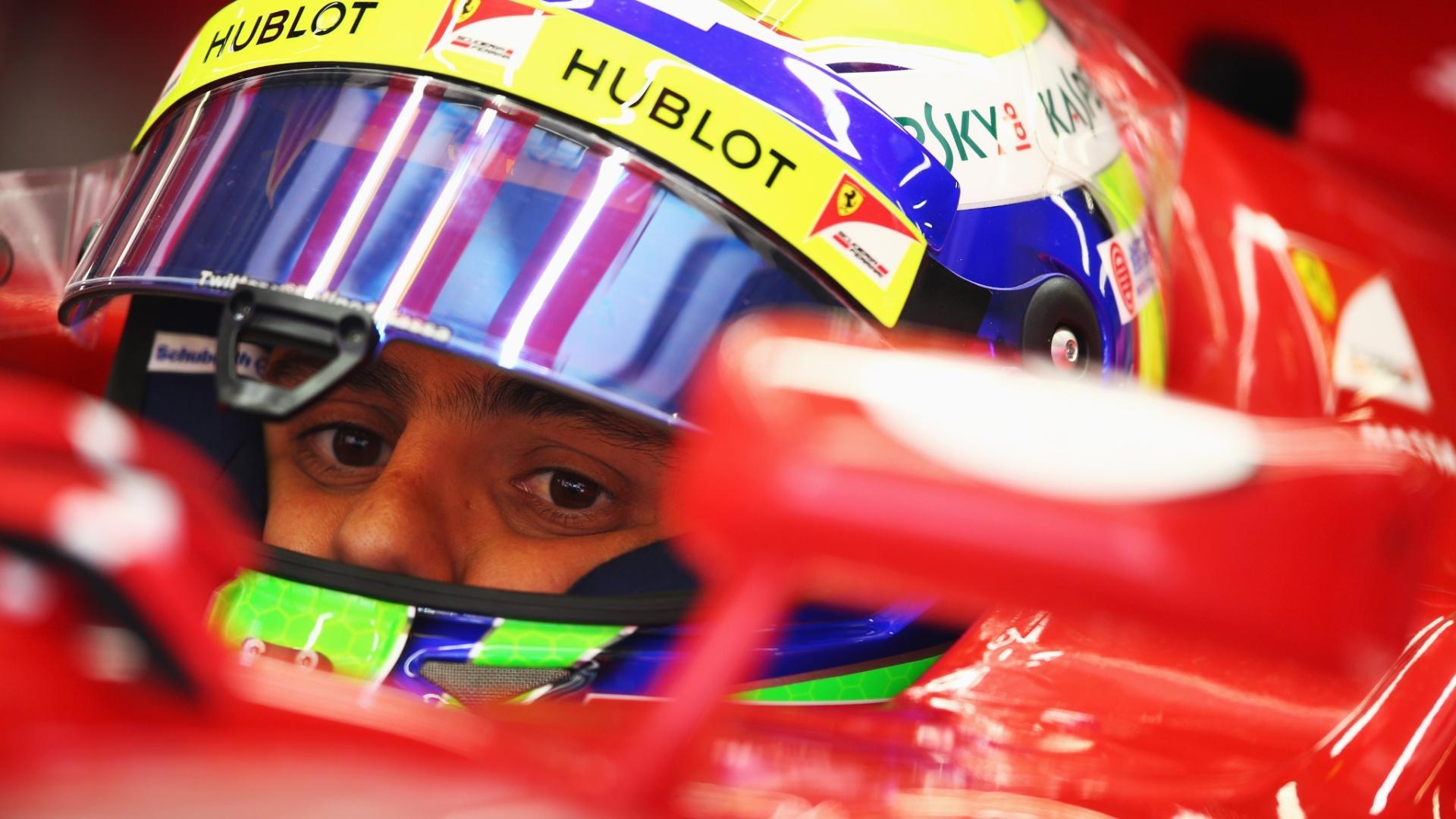 12.abr.2013 - Felipe Massa se concentra antes de ir para a pista nos treinos livres para o GP da China