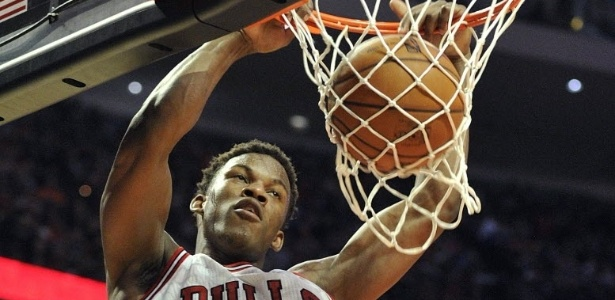 12.abr.2013 - O ala Jimmy Butler foi um dos destaques da vitria dos Bulls conta os Knicks