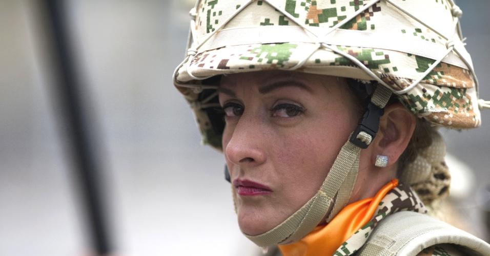 Acostumadas com os conflitos na Colômbia, as mulheres do Exército colombiano parecem adotar uma postura de pouco amigos