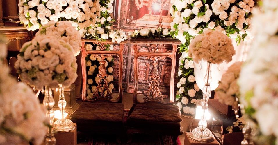 11.abr.2013 - decoração do altar proposta pelo decorador Márcio Barbuy (www.barbuyeventos.com.br) e pela designer de flores Pupy Zogaib (www.pupyzogaib.com.br) apresentada na feira Casar