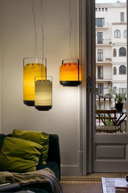 Da coleção High Fidelity, a luminária Chou é estruturada por lâminas de madeira. O produto da LZF é feito à mão e oferece diversas opções de acabamento