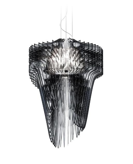 Luminária Aria desenhada por Zaha Hadid para a Slamp e estruturada em tecnopolímero