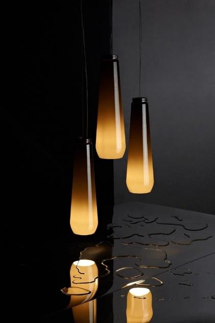 Luminária Glassdrop, da Diesel para a Foscarini, é feita de metal e vidro soprado e leva lâmpada halógena