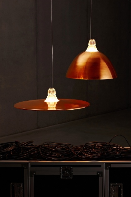 Luminárias Crash - Bell, da Diesel para a Foscarini, são feitas de metal e vidro e levam lâmpadas halógenas