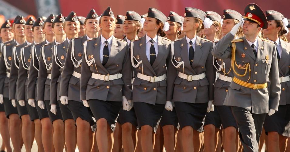 Mais de uma dezena de policiais russas. Tá bom ou quer mais?