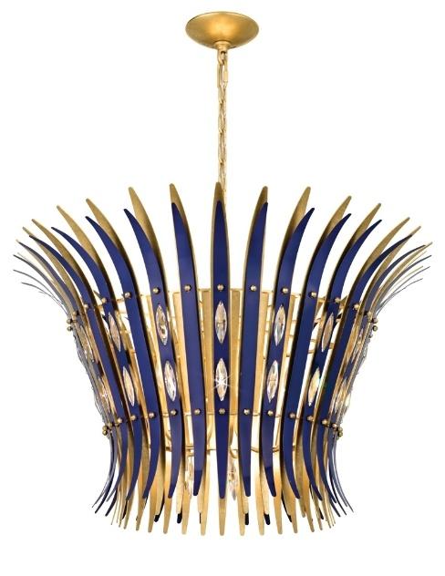 O lustre Impromptu, da Schonbek, possui cristais Swarovski em sua composição e seis possibilidades de acabamento: dourado, prateado, bronze, vermelho, azul (foto) e preto