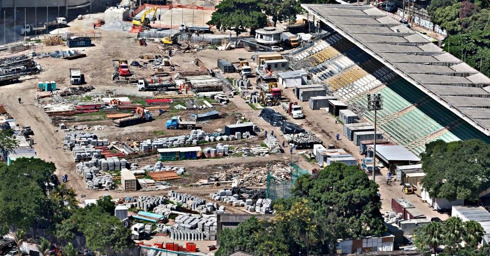12.abr.2013 - Pista de atletismo do Célio de Barros deve ser demolida na privatização do Maracanã