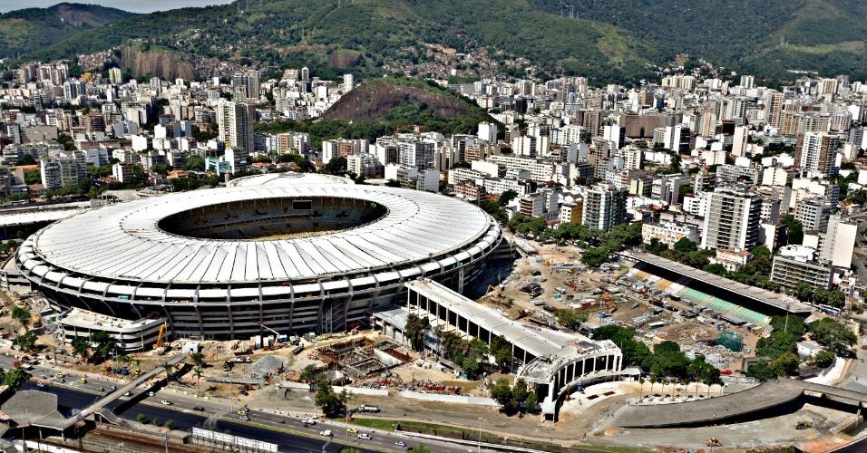 12.abr.2013 - Por causa da reforma do Maracanã, pista do Célio de Barros foi destruída