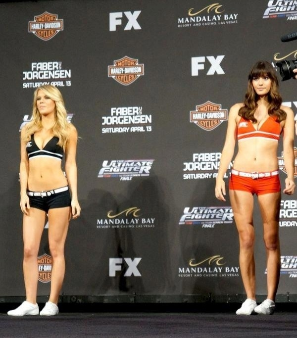 Ring girls que eram do Strikeforce estreiam no UFC, para a final do TUF 17, sábado, em Las Vegas