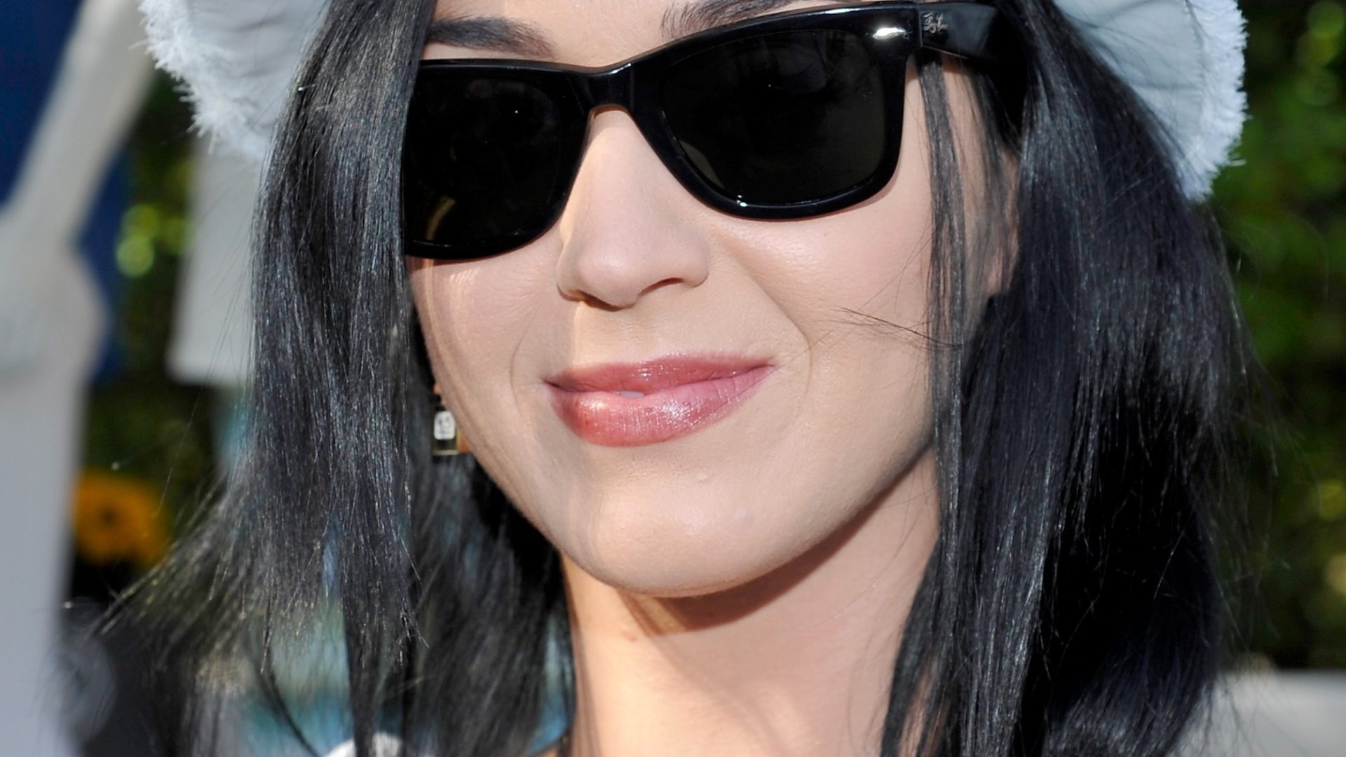 12.abr. 2013 - Katy Perry confere evento durante o Coachella Valley Music & Arts Festival no Empire Polo Field na cidade de Indio, na Califórnia