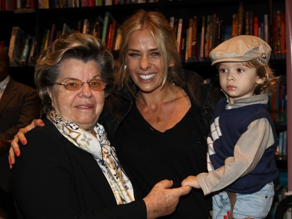 13.abr.2013 - Adriane Galisteu lança livro em livraria em São Paulo
