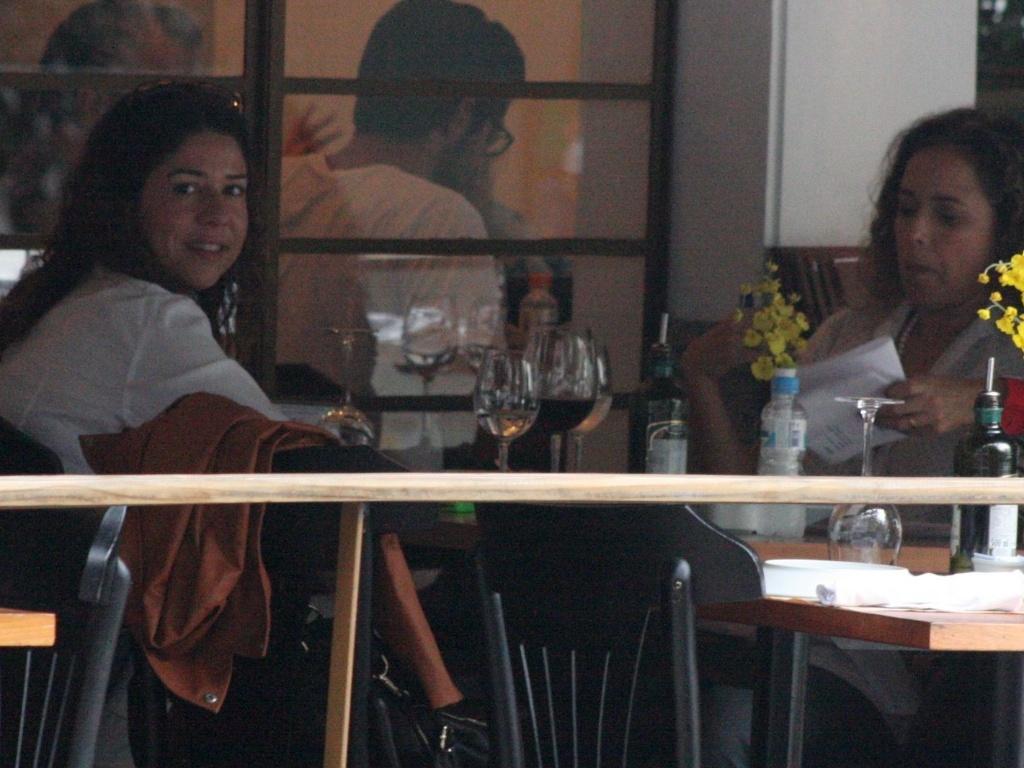 13.abr.2013 - Daniela Mercury almoça com a mulher em Ipanema13.abr.2013 - Daniela Mercury almoça com a mulher em Ipanema, no Rio de Janeiro