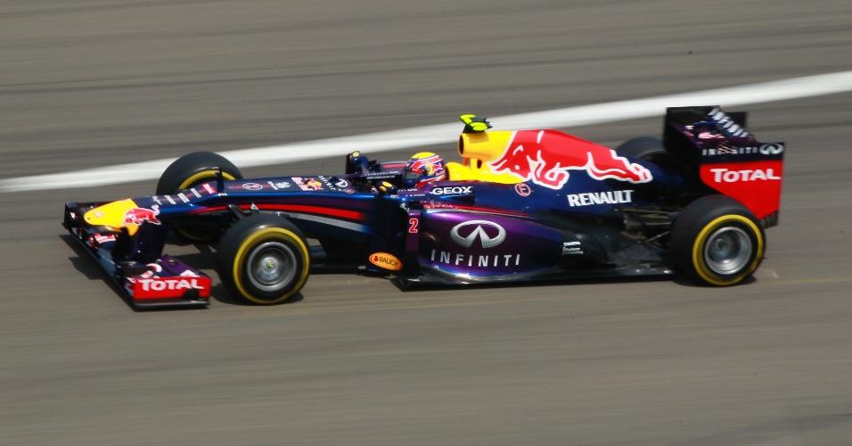 13.abr.2013 - Mark Webber conduz sua Red Bull pelo circuito de Xangai durante o treino de classificação para o GP da China
