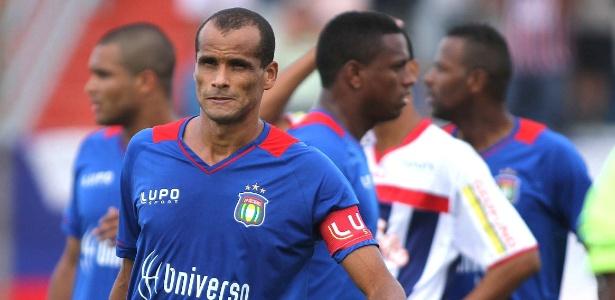 Hoje com 41 anos, Rivaldo ainda não anunciou se encerrará ou não a carreira