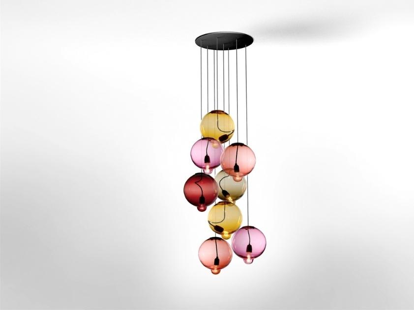 As luminárias da coleção Meltdown, em vidro colorido, são assinadas pelo designer sueco Johan Lindsten para a Cappelini