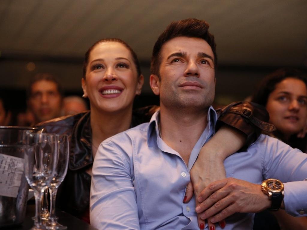 13.abr.2013 - Claudia Raia assiste o show de Maria Bethânia com o namorado, no Vivo Rio, no Centro do Rio de Janeiro