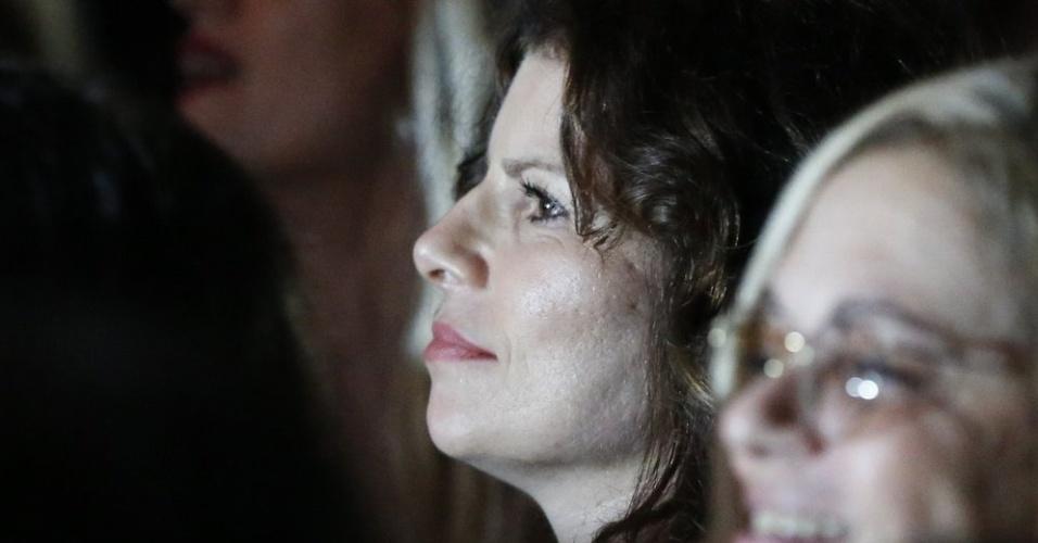 13.abr.2013 - Debora Bloch assiste o show de Maria Bethânia, no Vivo Rio, no Centro do Rio de Janeiro
