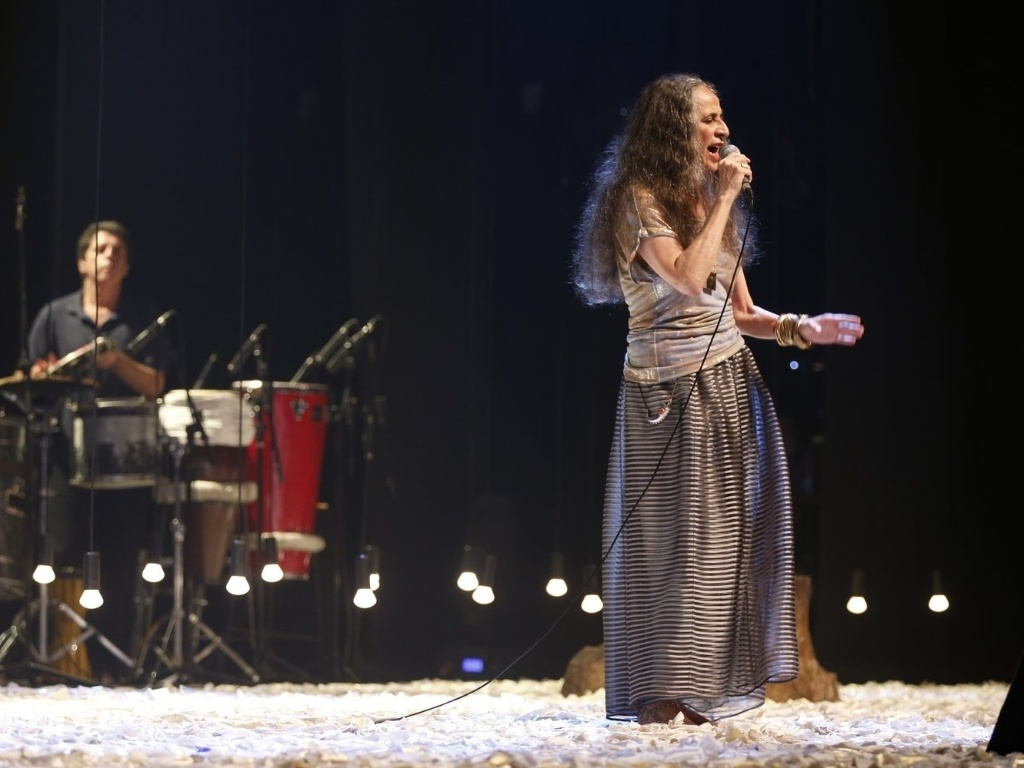 13.abr.2013 - Maria Bethânia grava DVD