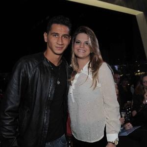 O jogador Paulo Henrique Ganso e a noiva Giovanna Costig, fecharam hotel para mega casamento