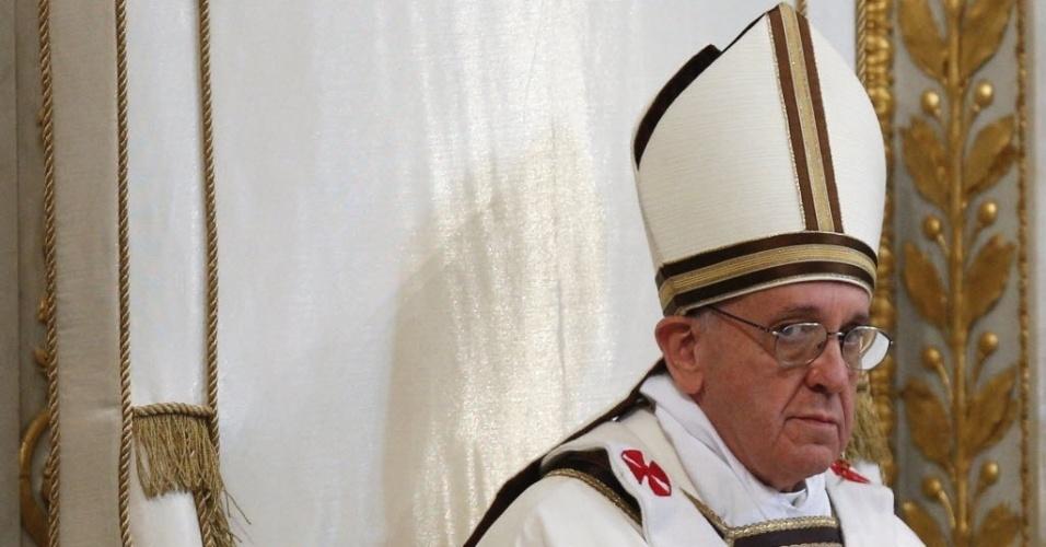 14.abr.2013 - Papa Francisco celebra missa solene na basílica de São Pedro, no Vaticano