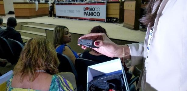 """Mulheres capixabas vítimas de violência doméstica receberam o """"botão do pânico"""""""