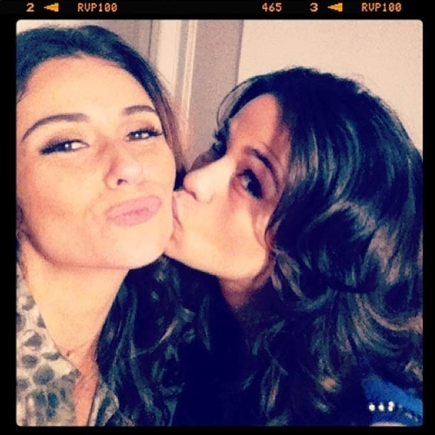 Antonelli ganha beijo de Nanda Costa nos bastidores de ?Salve Jorge